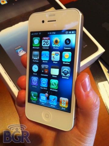Проблема с белым iPhone 4 близка к решению